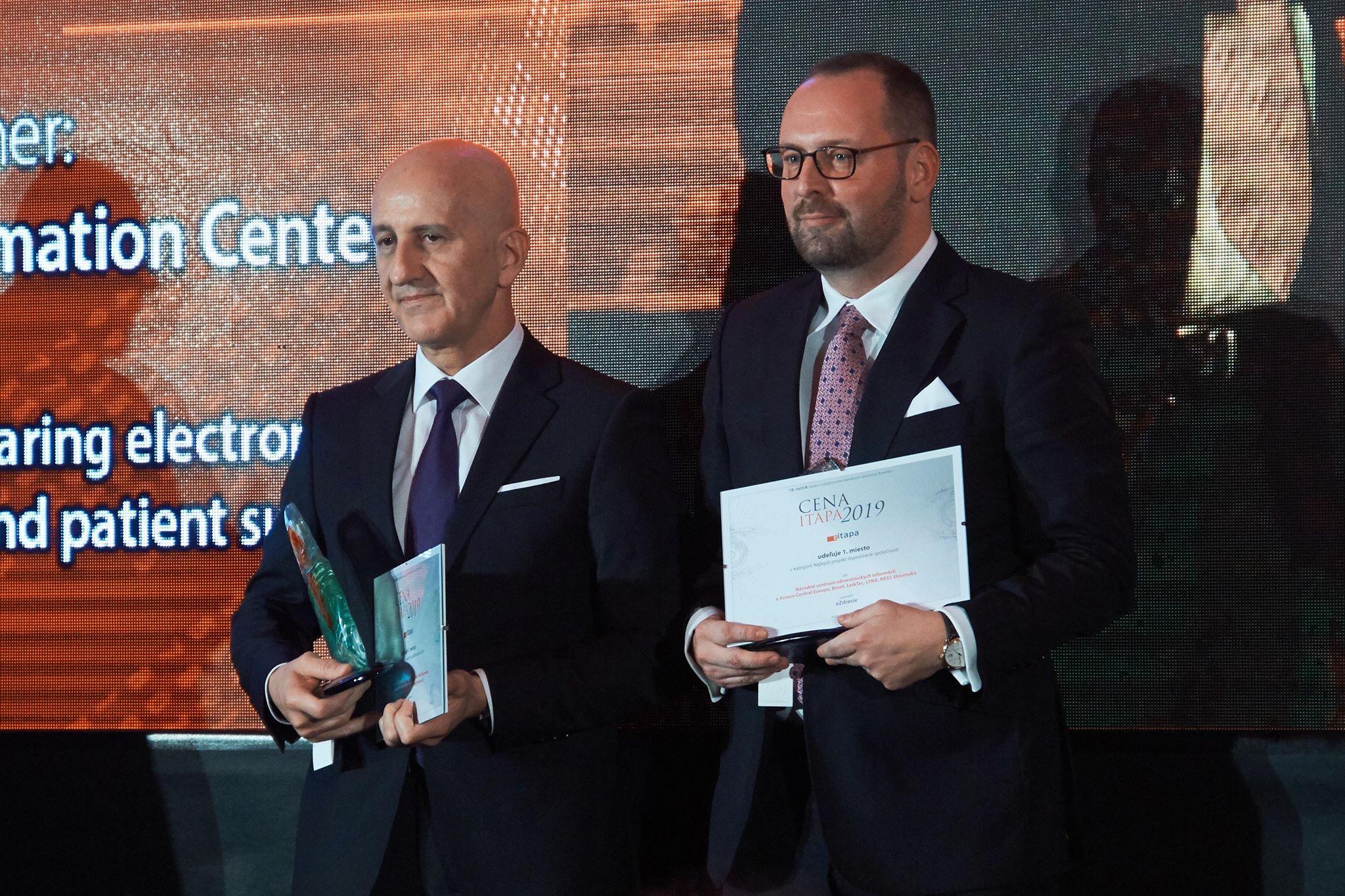 Generálny riaditeľ NCZI s cenou ITAPA 2019.